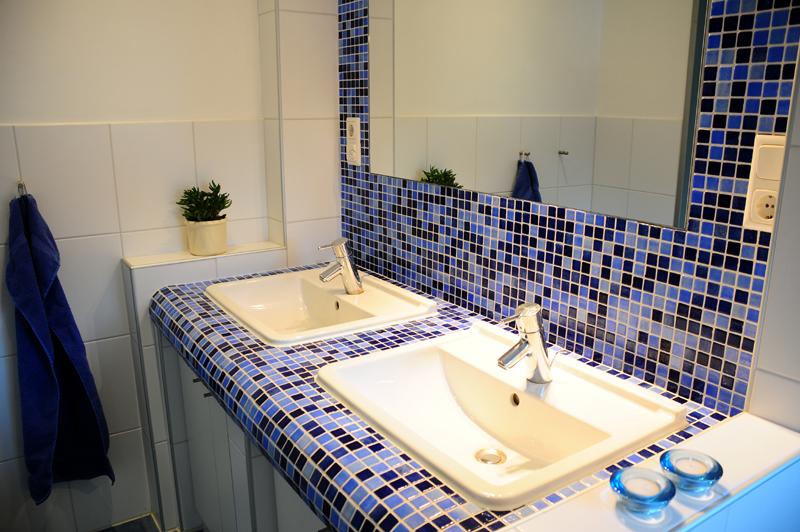 photo badezimmer dangastermoor varel oldenburg waschtisch spiegelwand - Badezimmer Mosaik Blau