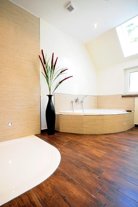 dusche erneuern rahmenlose tren begehbarer dusche mit rahmenlosen glas dusche tueren galerie. Black Bedroom Furniture Sets. Home Design Ideas