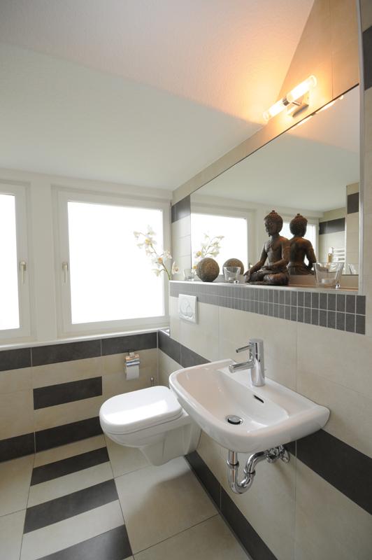 Photo Badezimmer Langendamm 2 Zetel Varel Oldenburg WC Waschtisch