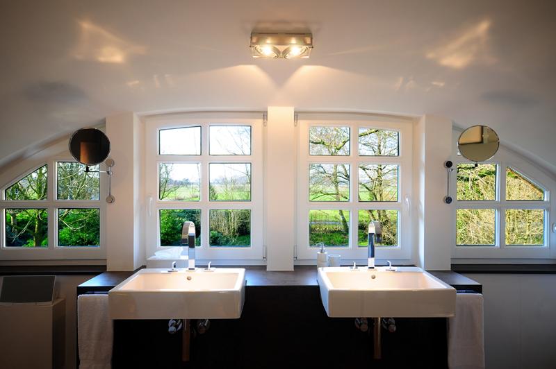 Photo Modernes Badezimmer Varel Oldenburg Moorhausen 2  Waschtisch Fensteransicht