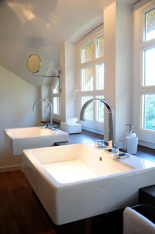 modernes badezimmer waschbecken. Black Bedroom Furniture Sets. Home Design Ideas